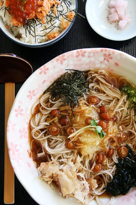 soba with nameko mushrooms and grated daikon